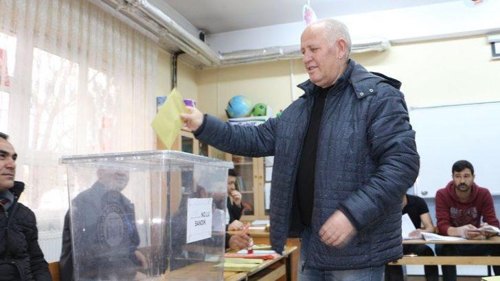 Türkiye yerel seçimler için sandık başında