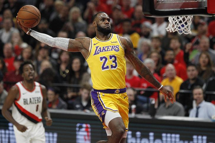 Los Angeles Lakers'ın yıldızı Lebron James sezonu kapattı