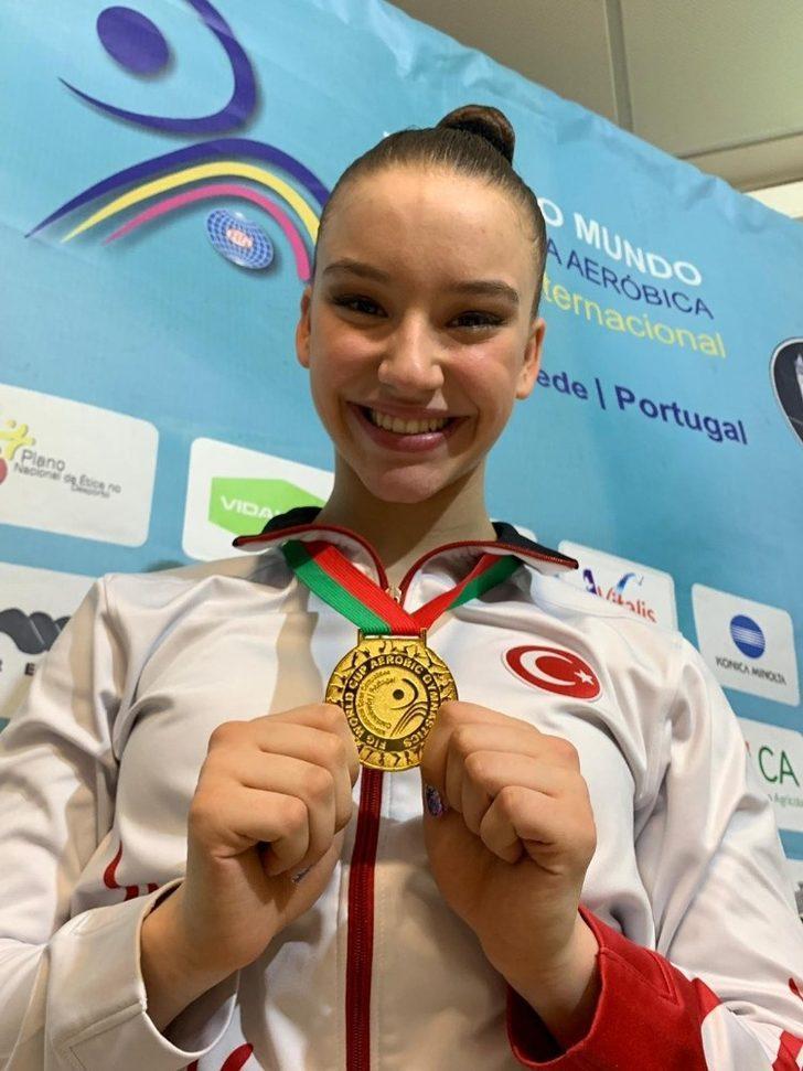 Cimnastiğin altın kızından bir dünya şampiyonluğu daha