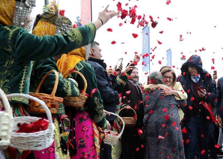 Fatma Şahin'e coşkulu karşılama