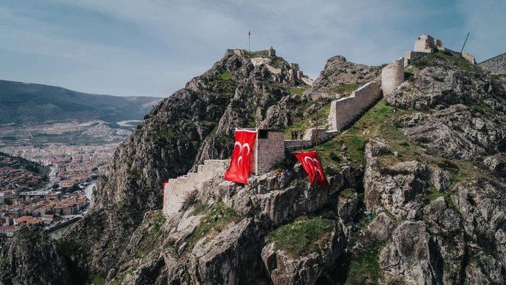 Mehmet Sarı, Amasya kalesine üç hilal astırdı