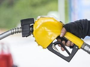Petrol fiyatları coronavirüs nedeniyle düşmeye devam ediyor