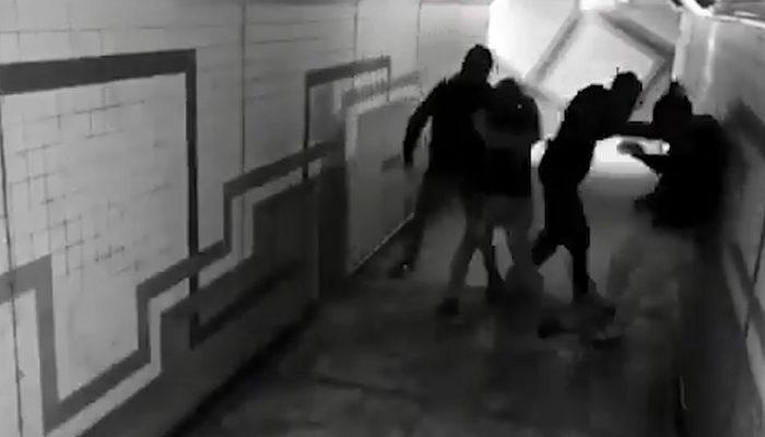 Genç kadın tacizcileri iki yumrukla yere serdi