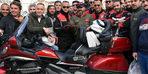 Motosiklet kulübünden Yunus polislerine pastalı kutlama