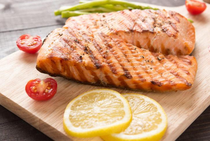 Izgarada daha lezzetli ve pratik bir balık pişirmek için