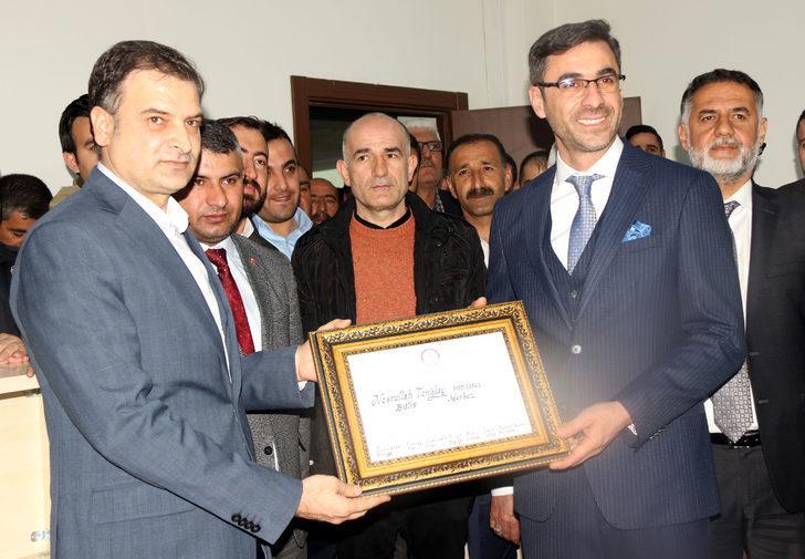 Bitlis'te AK Parti'li Tanğlay, mazbatasını alarak göreve başladı