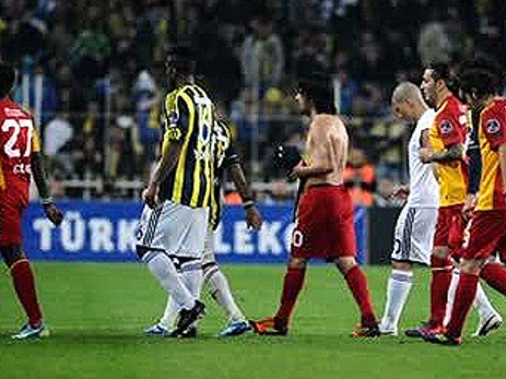 17 Mart 2012   Fenerbahçe 2 - 2 Galatasaray - Süper Lig'in 31. haftasında Fenerbahçe ile Galatasaray 2-2 berabere kaldı. Bu beraberlikle Galatasaray'ın Kadıköyde'ki galibiyet hasreti 13 yıla çıkmış oldu.