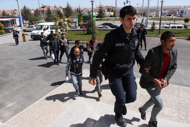 Polis uyuşturucunun izini sürdü; 5 tutuklama