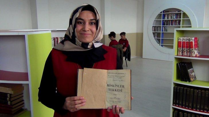 Reşat Nuri Güntekin'in eşi için imzaladığı kitap lise deposunda bulundu