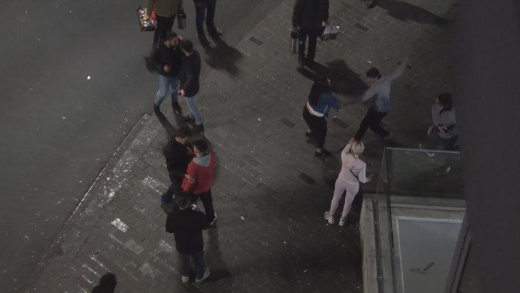 Taksim Meydanı'nda iki grup birbirine girdi!