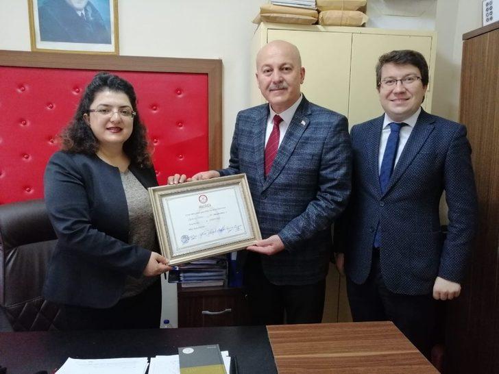 Hayrabolu'da AK Partili Başkan mazbatasını aldı