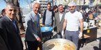 Belediyeyi AK Parti kazanınca tatlı dağıttı