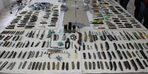 Diyarbakır Adliyesi'ne sokulmak istenen bin 388 suç aleti ele geçirildi