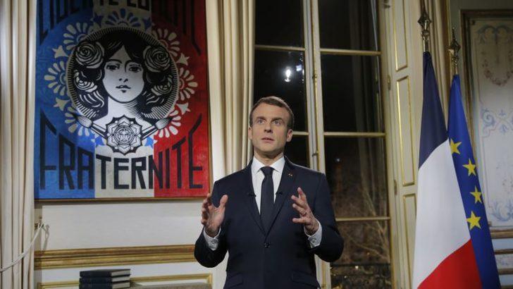 'Notre Dame'ı Birlikte Yeniden İnşa Edeceğiz'