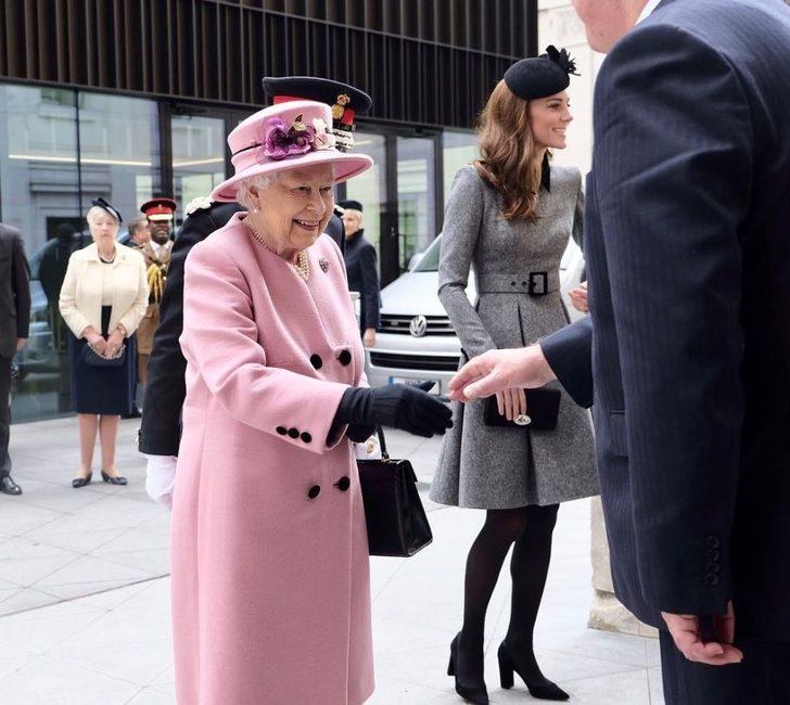 Kraliçeyle tanışacak olsanız neler yapmanız gerekir?
