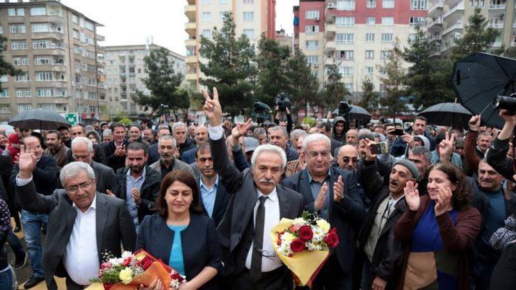 HDP'li Mızraklı'yı İhraç Edilenler Karşıladı