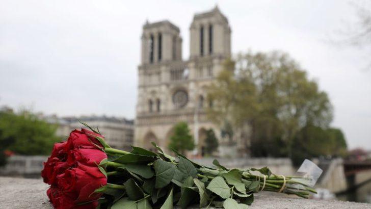 Dünya Notre Dame Kilisesi için Seferber Oldu