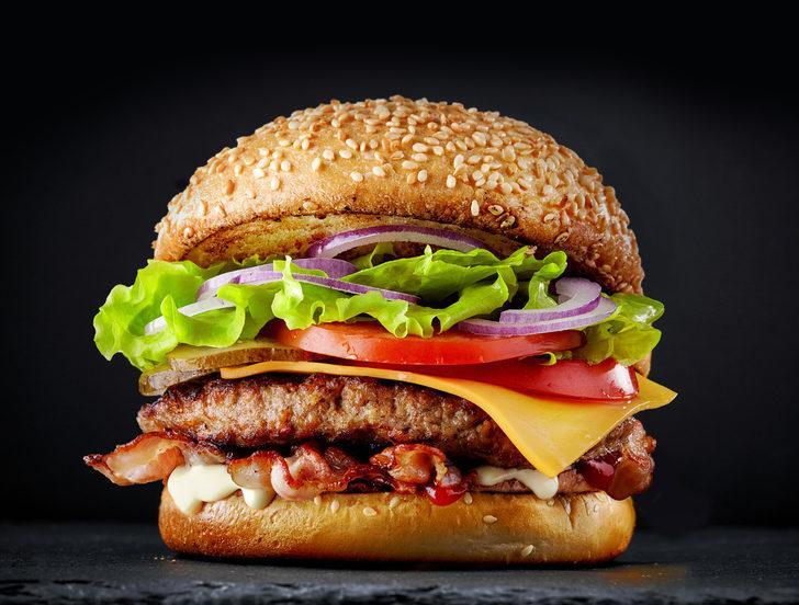 İşte hamburger yedikten sonra vücudunuza olanlar