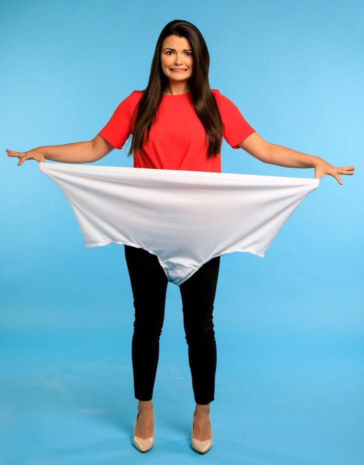 'Dünyanın en büyük iç çamaşırını' nasıl giyersiniz? 50 beden olmanıza bile gerek yok!