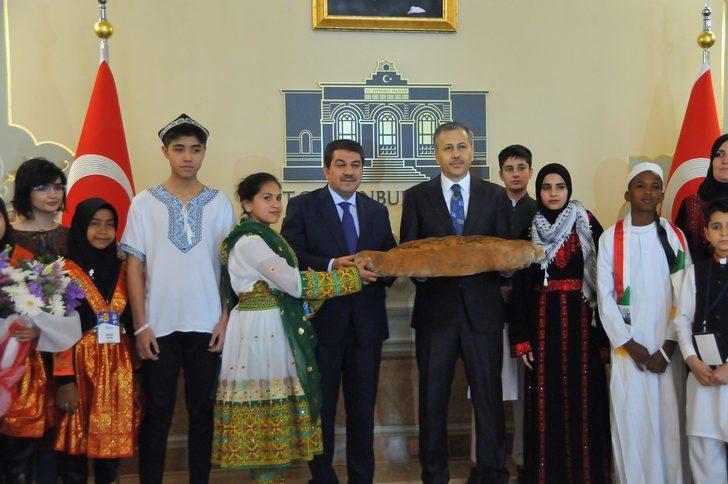 Barışın Çocuklarından Vali Yerlikaya'ya Barış Ekmeği ikramı