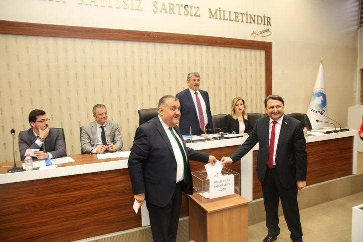 Yeni dönemin ilk meclisi toplandı