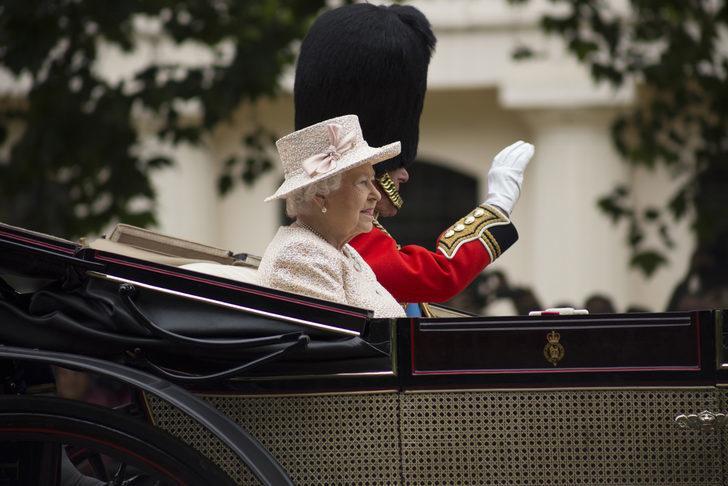 Kraliçe Elizabeth yanında bu kek olmadan seyahat edemiyor