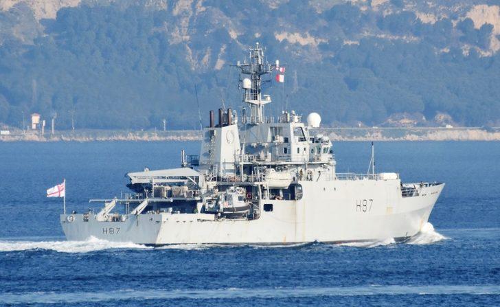 İngiliz savaş gemisi, Çanakkale Boğazı'ndan geçti