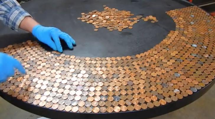 Masanın üzerine bozuk paraları döktü! Son hali inanılmaz