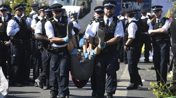 İngiltere'yi karıştıran eylem! Yüzlerce kişi gözaltına alındı