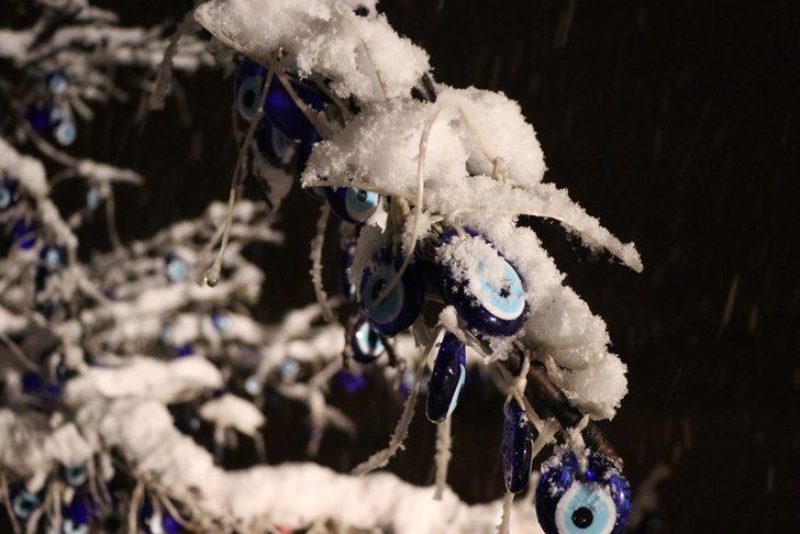Kapadokya'da kar sürprizi! Peribacaları beyaza büründü
