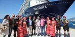 Bodrum'a gelen sezonun ilk kruvaziyer gemisi çiçeklerle karşılandı