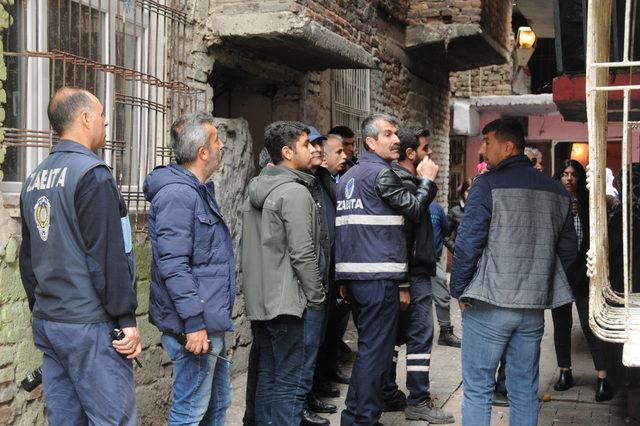 Diyarbakır'da yıkım kararı verilen bina boşaltıldı
