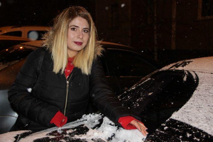 Erzurum'da kar yağışı kent merkezini beyaza bürüdü
