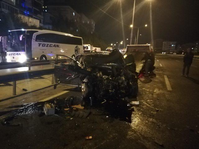 Bariyerlere çarpan araç takla attı, panikleyen sürücü de kaza yaptı: 4 yaralı