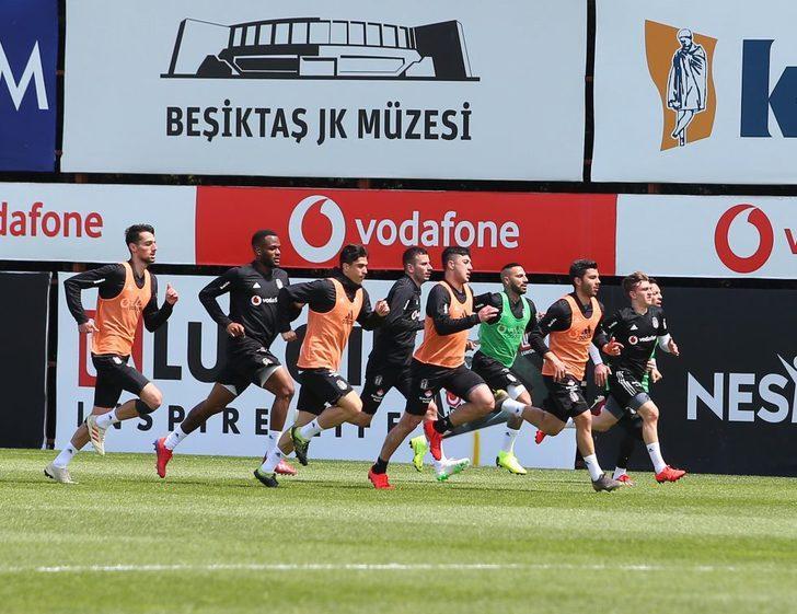 Beşiktaş'ta Quaresma ve Adriano takımla çalıştı