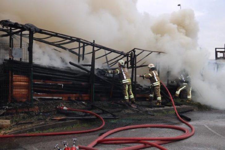 Ataşehir'de yangın paniği! Ekipler sevk edildi