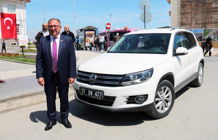Yalova Belediye Başkanı Vefa Salman, makam aracını iade etti