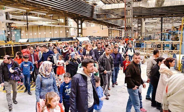 Petlas Lastik Fabrikası çalışanları, çocuklarına çalıştıkları fabrikayı tanıttı