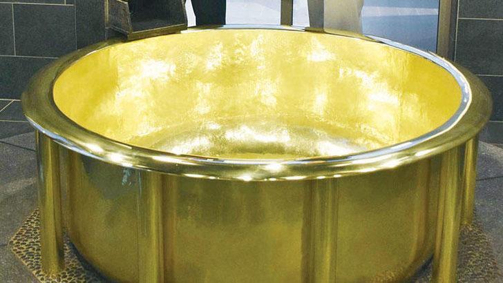 154 kiloluk altın küvet