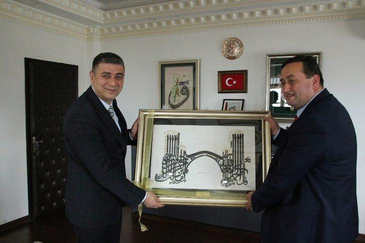 Başkan Yanmaz Kaymakam Öztürk'ü ziyaret etti