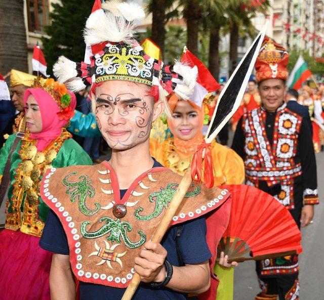 Mesir festivalinde kortej yürüyüşü
