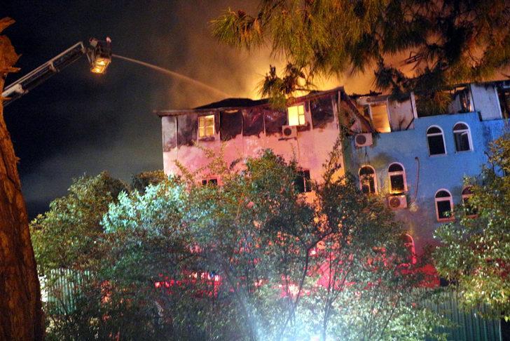 Antalya'da otel lojmanında yangın! Çalışanlar tahliye edildi