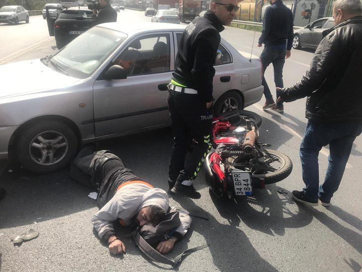 Kazada kaskı parçalanan motosikletli ağır yaralandı
