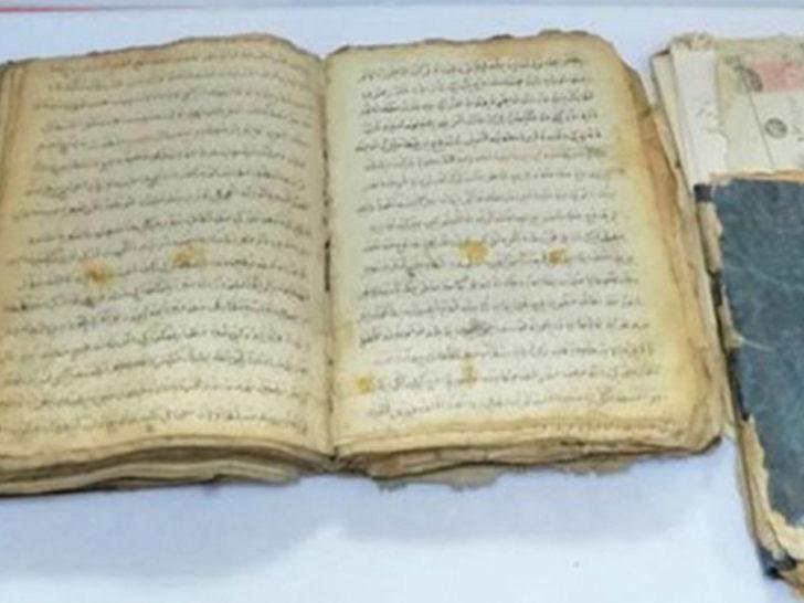 500 yıllık iki kitabı internetten satmak isteyince yakalandı