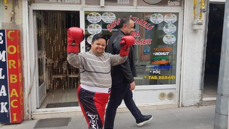 Develi ilçesinin sevilen ismi Ramazan kick boksa başladı