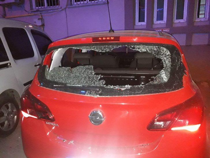 Yediği ceza sonrası kafa atarak camını kırdığı araç hakimin çıktı
