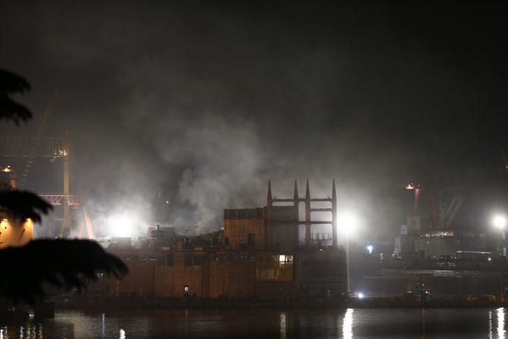 Tuzla'da tersanedeki yangın