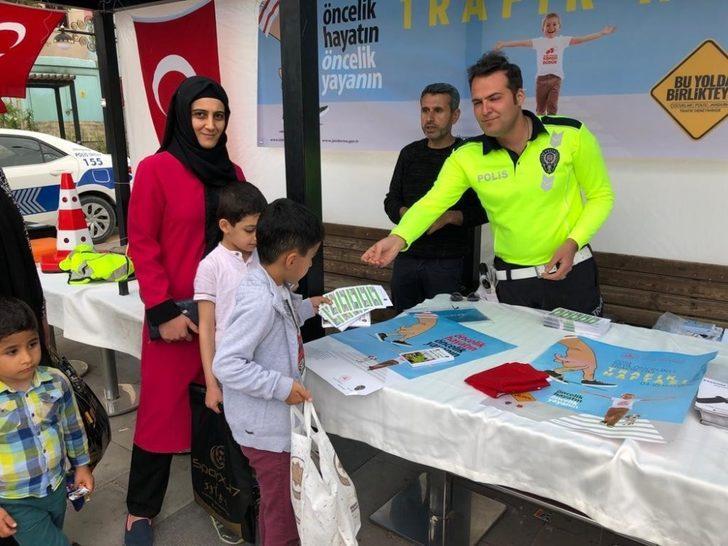 Nusaybin polisi trafik standı açtı