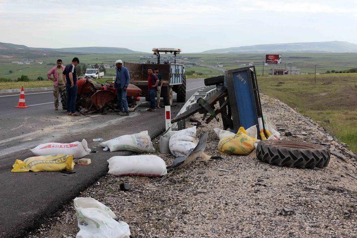 Otomobil traktöre çarptı: 1 ölü, 1 yaralı