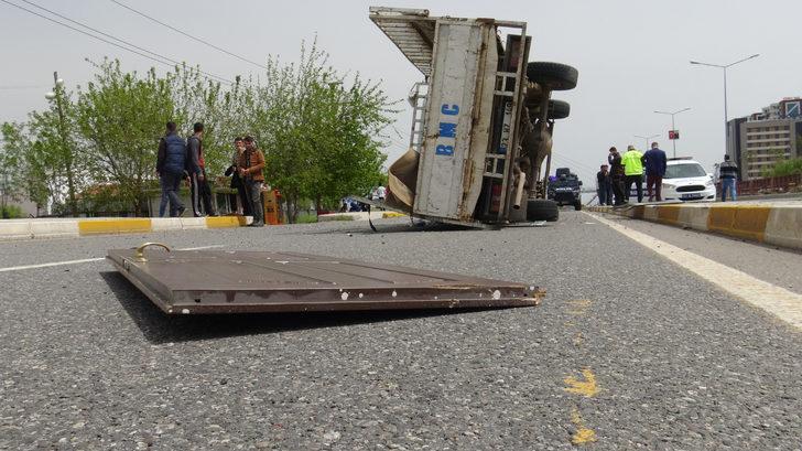 Diyarbakır'da otomobil kamyonetle çarpıştı: 2 yaralı